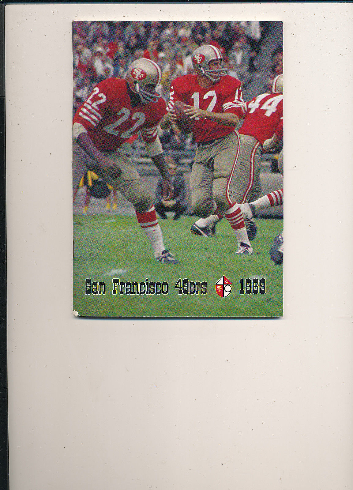 1969 San Francisco 49ers Press Guide em (nick on spine)