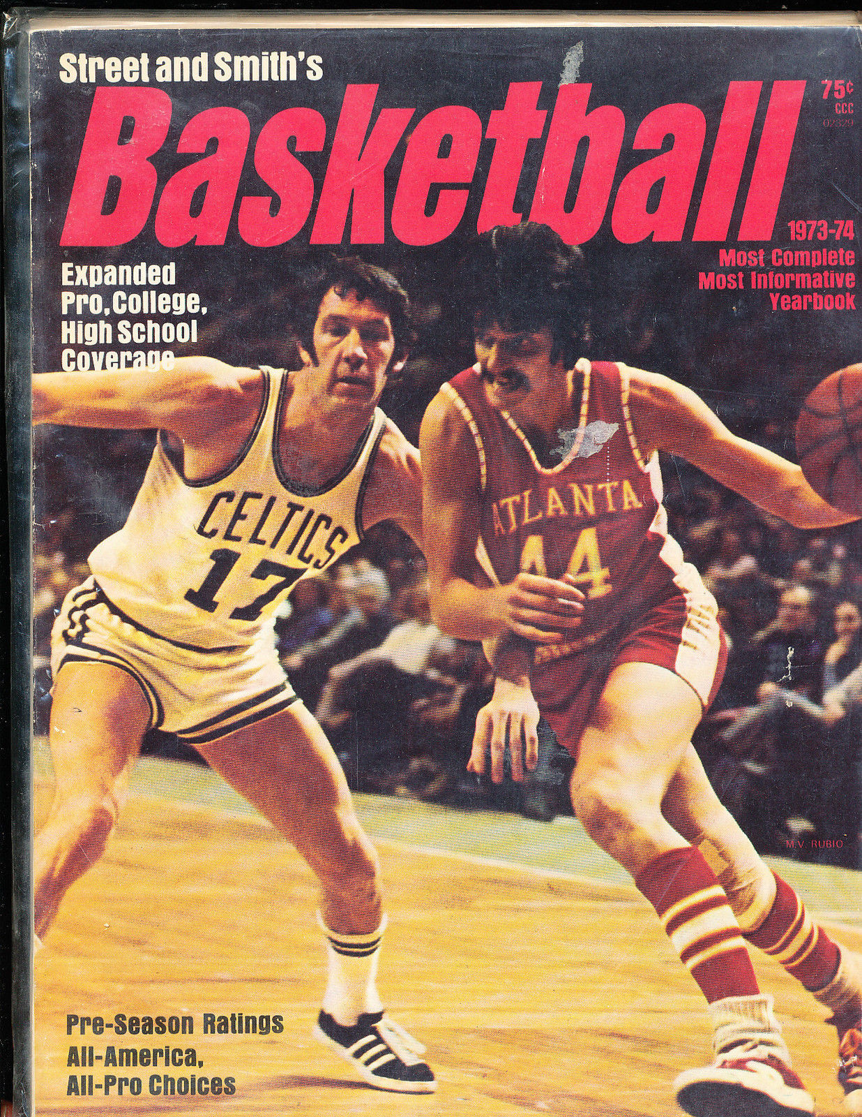 1973 -74 Street Smith Basketball yearbook Guide Pete Maravich Hawks