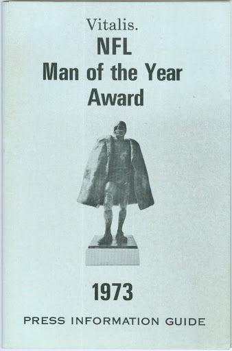1973 Willie Lanier NFL Man of the Year Basketball Media Guide bkbx6.1585