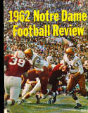 1962 Notre Dame football Review (corner spine wear) CFBbx10