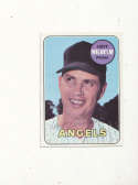 Hoyt Wilhelm Angels #565 Signed 1969 topps card
