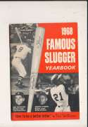 1968 Famous Slugger Yearbook Roberto Clemente bxg6